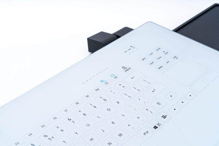Teclado em vidro com Touchpad (suporte de parede)